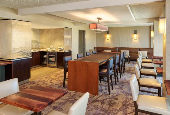 Executive Lounge Picture Of Hilton San Antonio Airport