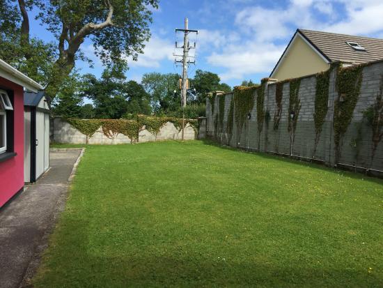 Muckross Drive House B&B : Garden area