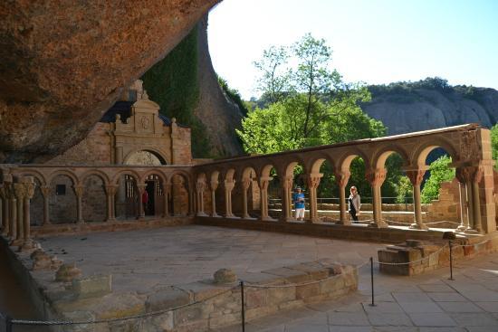 Jaca, España: Claustro del Monasterio Viejo de San Juan de la Peña