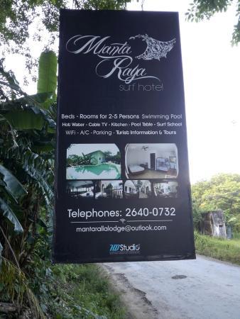 Manta Raya Hotel: Cartel entrada