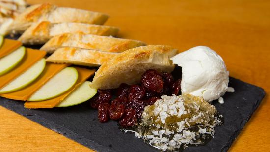 Appenzell Restaurant and Pub: Cheese Plate