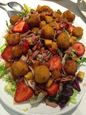Goat cheese strawberry salad
