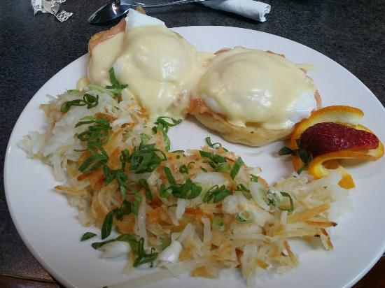 The Springs Course: Smoked salmon Eggs Benedict!