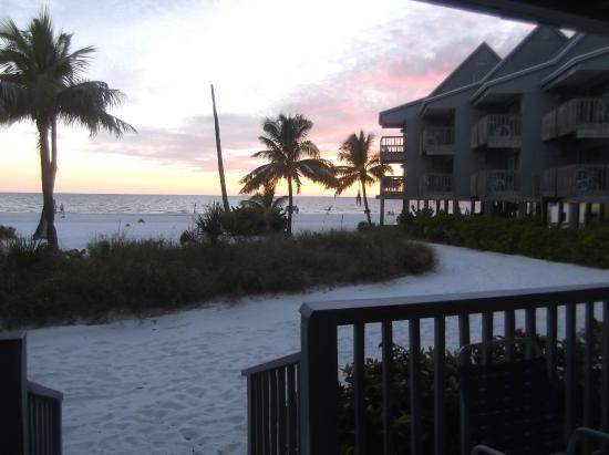 Lahaina Inn Resort: What a view