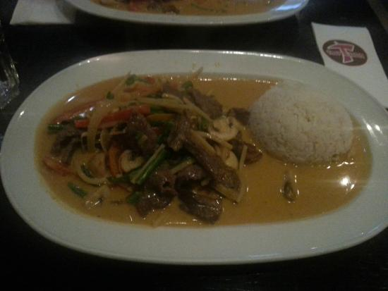 Thai Express: Beef with Thai-curry, peanuts and coconut-milk