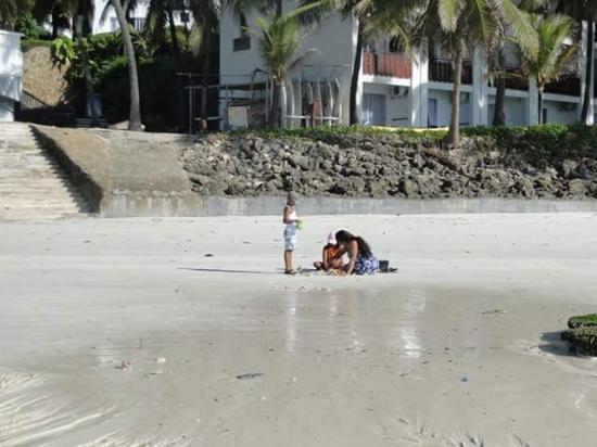 Voyager Beach Resort: beach