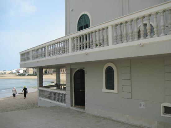 B&B La Casa di Montalbano: Ground floor entrance