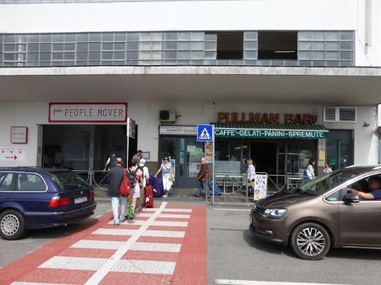 Santa Marina Hotel: Left luggage store in Venice Place Roma