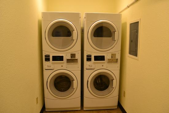 Econo Lodge - Ithaca: Guest Laundry