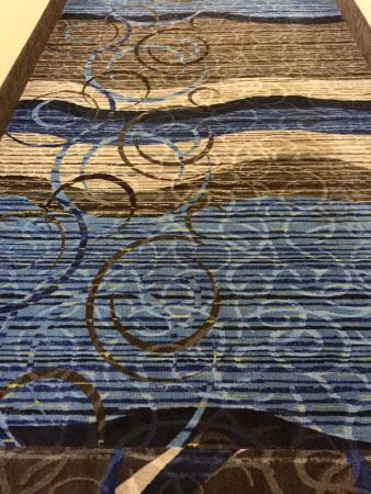 Ramada by Wyndham Price: Love the design and colors of the carpet.