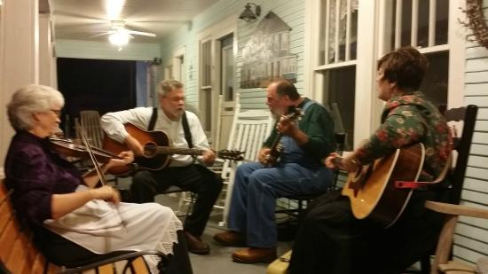 Wildflower Bed and Breakfast-On the Square: Folk Music on the Porch