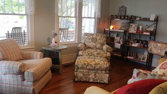 Wildflower Bed and Breakfast-On the Square: The Parlor