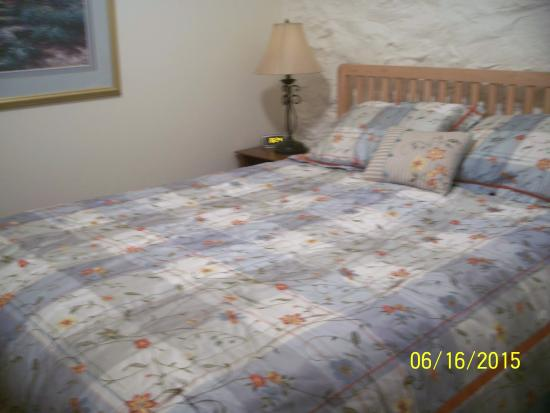 Market Street Inn : Very comfortable queen bed with gorgeous bedding