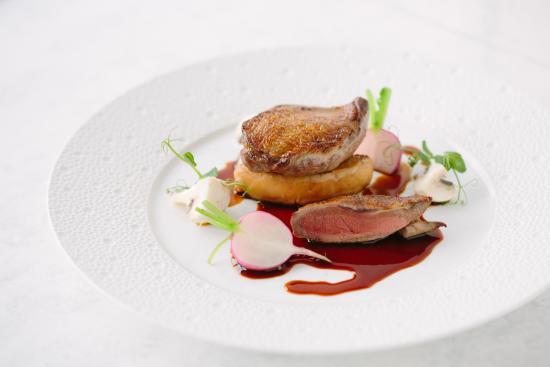 Borgo San Jacopo: Piccione marinato al brunello, champignon, foie gras, ravanello