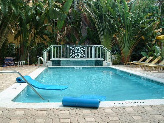 فيلات كيرا - مار واترفرونت: Pool Area
