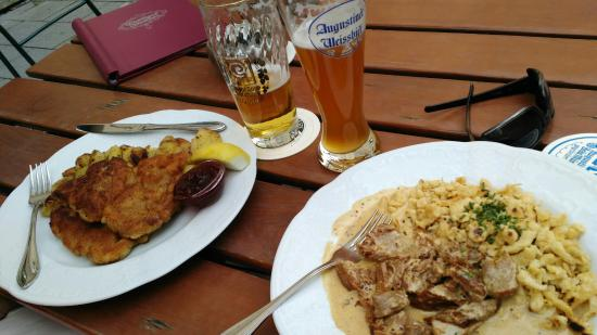 Gasthaus Isarthor: Wiener schnitzel and homemade cheese noodles with beef