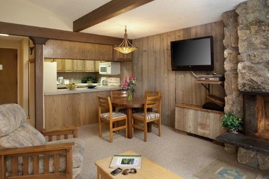 Lichenhearth Condominiums: Dining Room