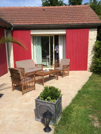 La Grange: Outside seating area overlooking the garden