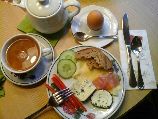Pochlarn, Österreich: Breakfast at Pension Barbara