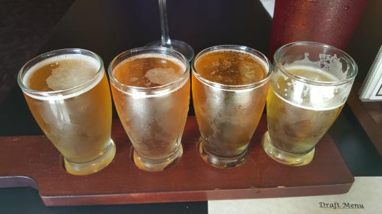 Hilltown, Pensylwania: Flight of craft beers