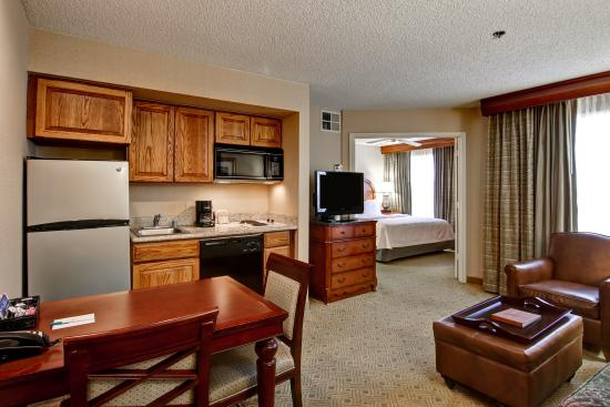 Homewood Suites by Hilton Dallas / Irving / Las Colinas: Livingroom/Kitchen Area
