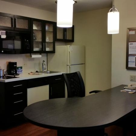 Candlewood Suites Minneapolis - Richfield: bright kitchen, dining and work space