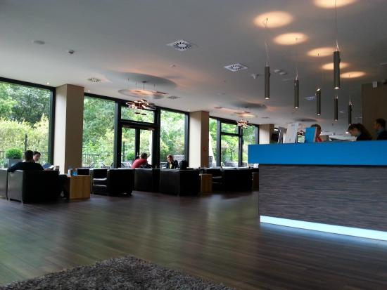 foto de motel one hamburg alster hamburgo lobby mit. Black Bedroom Furniture Sets. Home Design Ideas