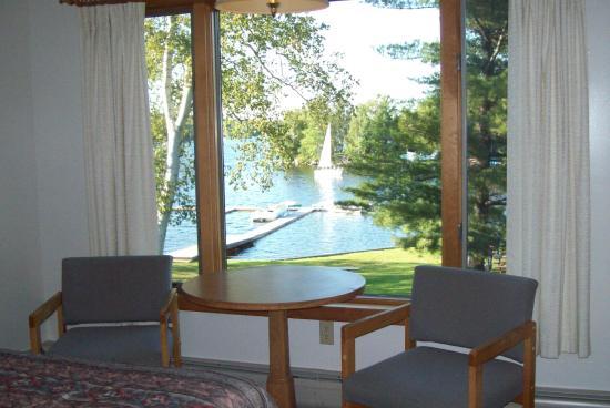 Chalet Moosehead Lakefront Motel: Motel Room