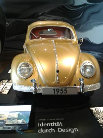 Volkswagen Auto Museum: Der einmillionste VW-Käfer von 1955.
