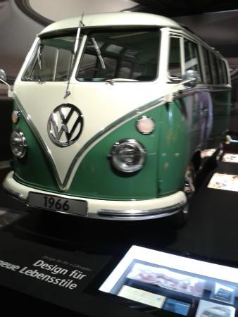 Volkswagen Auto Museum: Hippie Hippie Hey ..