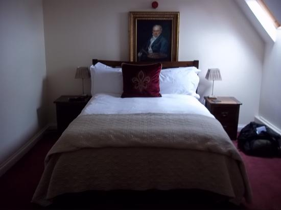 Old Manor House Hotel : Comfy bed with skylight