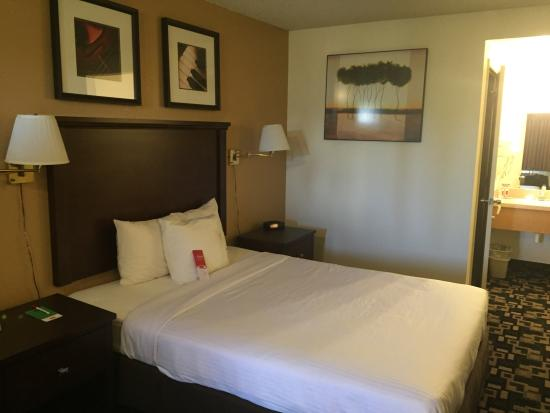 Econo Lodge Inn & Suites Bellingham Photo