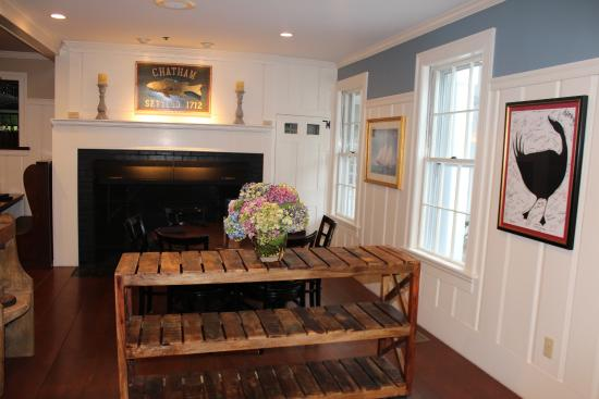 The Chatham Wayside Inn: breakfast area