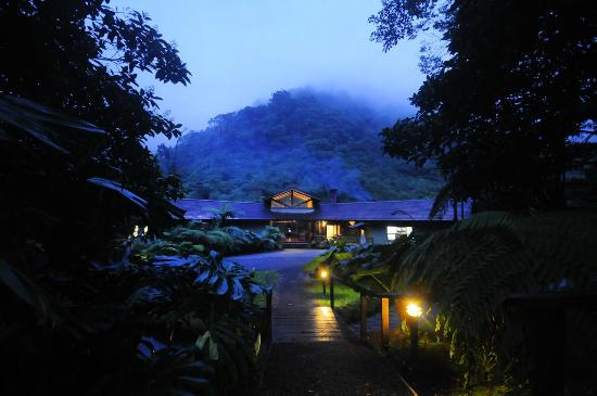 El Silencio Lodge & Spa: Mist-covered mountains prompt a peaceful state of mind.
