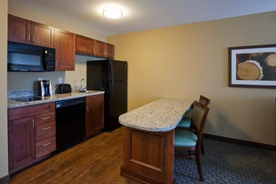 Morris, MN: Suite with Kitchenette