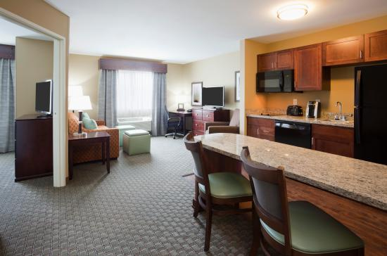 Morris, MN: One Bedroom King Deluxe Suite