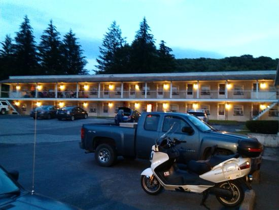 Thompson's Motel: new building in back
