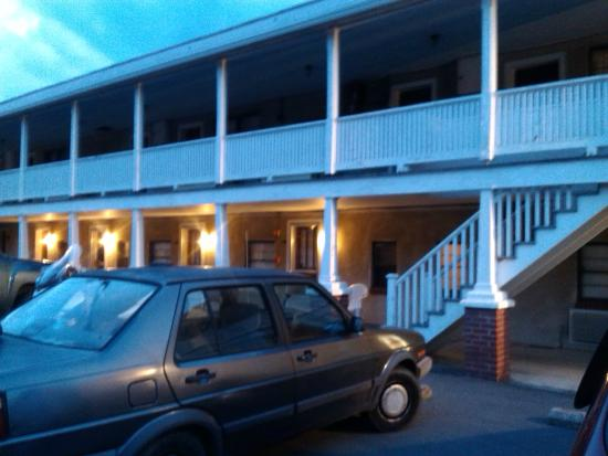 Thompson's Motel: old building