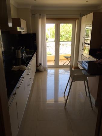 Azul Apartments: Kitchen
