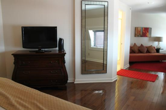 Hotel Brexton: Suite with antique furniture - Suite With Antique Furniture - Picture Of Hotel Brexton, Baltimore