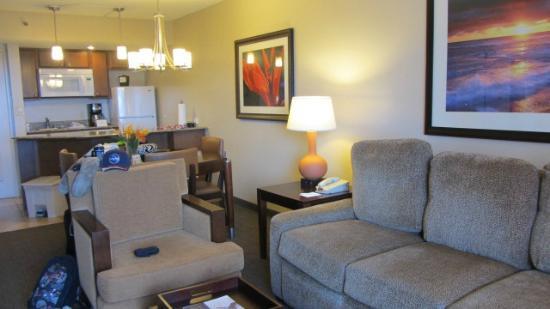 Ka'anapali Beach Club: living room of suite