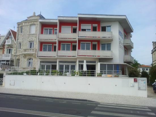 Hotel Le Trident Thyrse: la façade sur l'océan