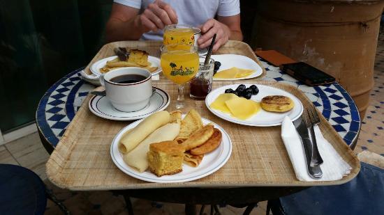 Hotel Akabar: Exemple de petit déjeuner réalisé à partir du buffet
