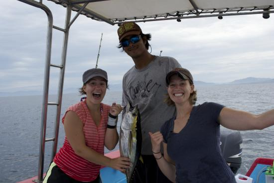 Casa Chameleon Hotel: Fishing and catching a whole lot of fish!