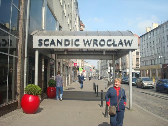 Scandic Wroclaw: O hotel está muito bem localizado