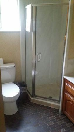 Pacific Heights Inn: Bagno con doccia