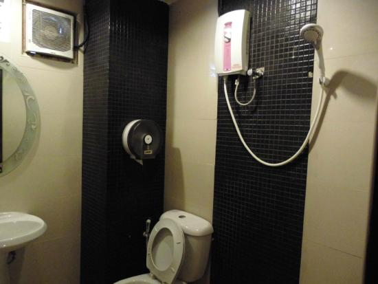 Royal Express Inn Bangkok: 洗面室