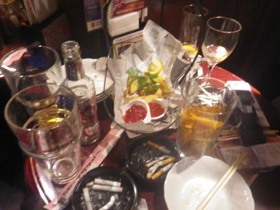 Hub, Shibuya: スタンドと違って飲み食いしながら応援出来ます!