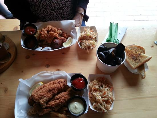 Smithtown Seafood: Oyster platter, fish and chips platter and mussels