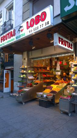Hotel Ateneo Puerta del Sol: Nearby Fruit Stand